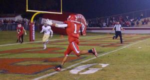 Christian Graney runs in for a touchdown. (Photo by Cheryl Senn)